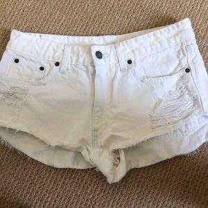 Super cute white shorts!!